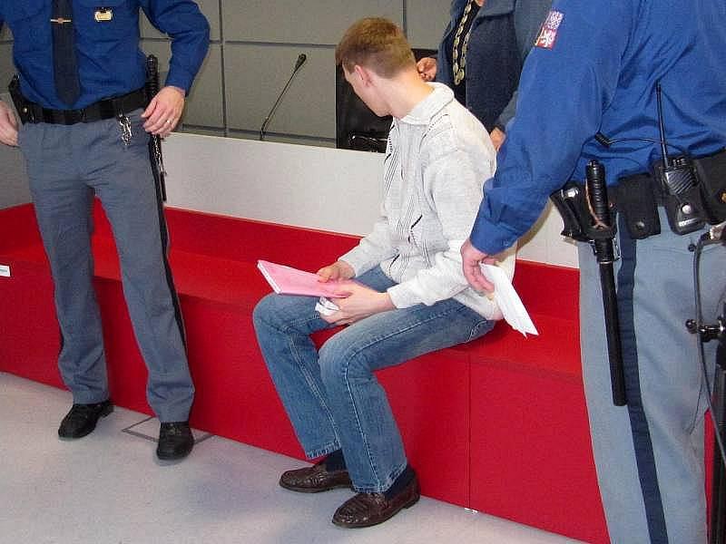 Muž obviněný z vraždy manželky v Potštátě u krajského soudu v Olomouci