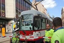 Pád zdi v Pekařské ulici na více než půl dne zastavil provoz tramvají přes centrum Olomouce