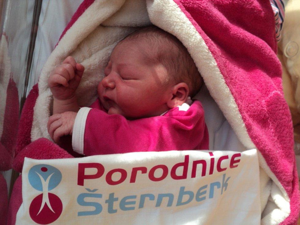 Amálie Jarmila Černíková, Huzová, narozena 29. ledna, míra 50 cm, váha 3340 g