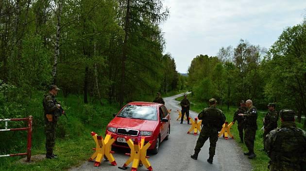 Aktivní záloha KVV Olomouc v těchto dnech absolvovala náročné cvičení na Dlouhých Stráních a Libavé