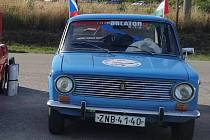 Adam Koňárek z Uničovska se vydal po vzoru svých rodičů k jezeru Balaton. Výprava, která denně urazila více než dvě stě kilometrů, nakonec čítala jedenáct automobilů.