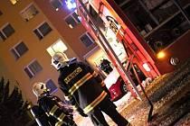 Hasiči zasahují u požáru bytu na Varšavském náměstí v Olomouci