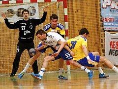 Tomáš Macek s míčem. Házenkáři Litovle proti Zlínu