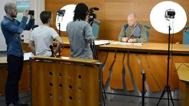 Kurz nazvaný Základní práva startuje 11. ledna a povede jej Maxim Tomoszek z Katedry ústavního práva Právnické fakulty Univerzity Palackého. (na snímku z natáčení kurzu)