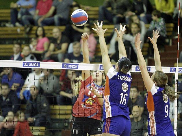Olomoucké volejbalistky (v modrém) proti Prostějovu