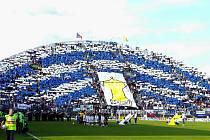 Tribuna Androva stadionu zaplněna příznivci Baníku.