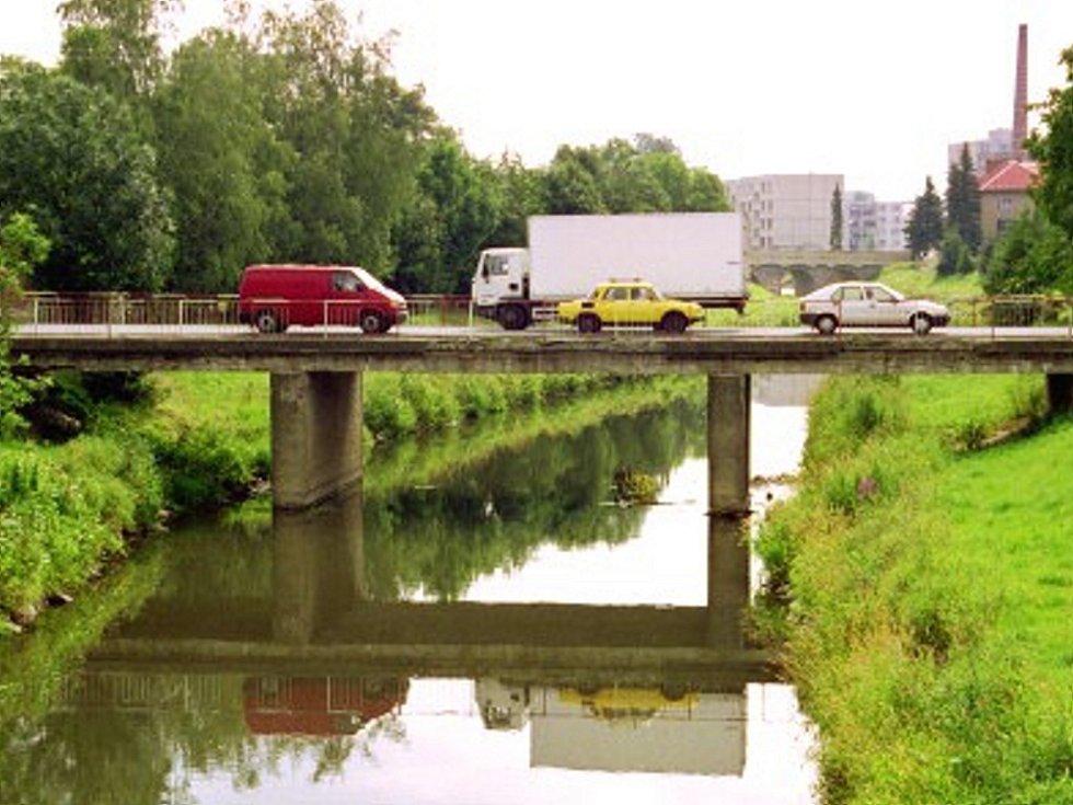 Most přes Moravu dříve a při stavbě.