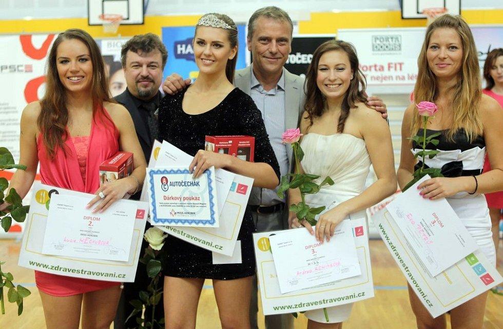 Vítězky Miss Aerobik v Olomouci s olomouckým hejtmanem Jiřím Rozbořilem