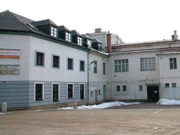 Kulturní dům Nadační - pohled od Zámeckého náměstí