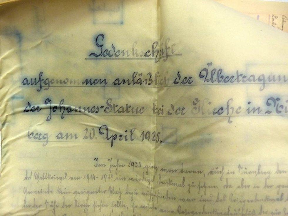 Socha svatého Jan Nepomucký v Norberčanech ukrývala poklad. Restaurátoři při jejím demontování našli nevybuchlý granát, který předkům posloužil jako schránka pro umístění vzkazu pro příští generace.