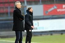Trenér devatenáctky Sigmy Tomáš Janotka  v zápase s Lyonem
