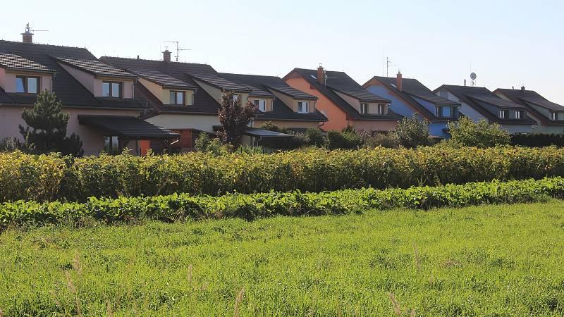 Bukovany.  Nové rodinné domy
