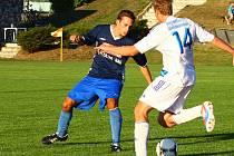 Fotbalisté Dolan (v modrém) proti Šternberku. Ilustrační foto