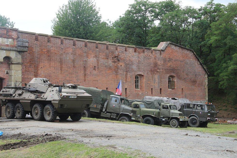 Přehlídku vojenské techniky, stanové tábory i komentované prohlídky nabídl o víkendu pátý ročník srazu vojenských veteránů v areálu Fortu XIII na Nové ulici v Olomouci.