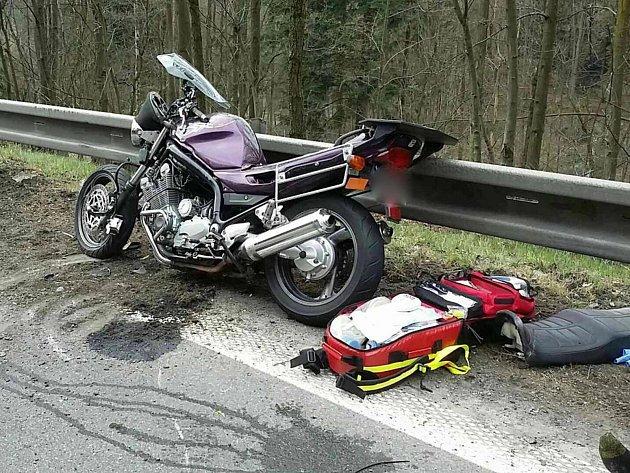 Během pátku a soboty bourali na Olomoucku tři motorkáři. U Unčovic se střetla motorka s osobním autem.