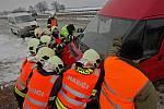 Odklízení následků hromadné nehody na D1 u Hranic. 3. dubna 2013