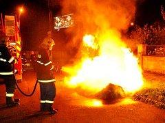 U série požárů kontejnerů v Olomouci zasahovali v noci na 6. srpna hasiči