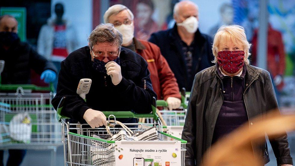 Nákupy v čase koronaviru. Ilustrační foto