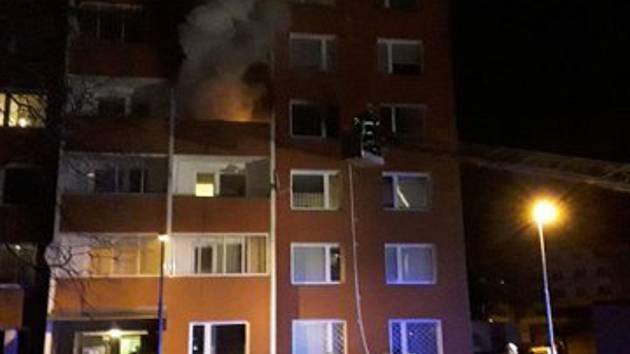 Požár v bytovém domě v Dukelské ulici v Uničově.
