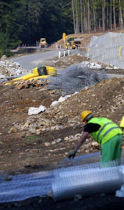 Oprava silnice přes Červenohorské sedlo u Loučné nad Desnou