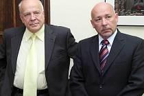 Kandidáti na volbách rektora: Lubomír Dvořák (vlevo) a Ivo Barteček