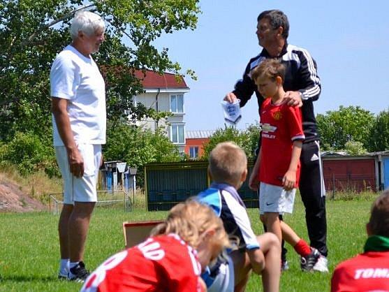 Ladislav Kučerňák (vlevo) a Roman Sedláček na fotbalovém kempu v Hodolanech