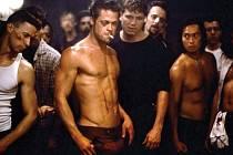 Brad Pitt v Klubu rváčů