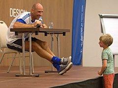 Fotbalový útočník Jan Koller navštívil Olomouckou fotbalovou školu