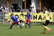 Fotbalisté Nových Sadů (ve žlutém) prohráli s Valašským Meziříčím 2:4