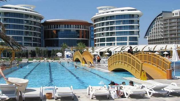 Hotel Baia Lara nedaleko Antalye. Tam stráví fotbalisté Sigmy následující týden