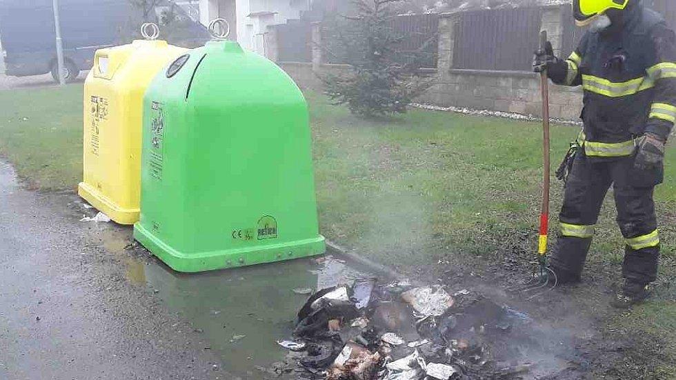 Požáry kontejnerů na odpad během silvestrovské noci v Olomouckém kraji