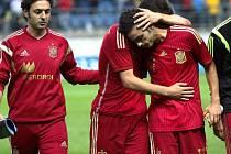 Smutek španělských mladíků po vyřazení z evropského šampionátu Srbskem v barážové odvetě v Cádizu