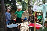 Gulášem to v sobotu 23. července vonělo ve Velkém Týnci na Olomoucku. V obci nedaleko krajského města se konal už IX. ročník Pivních a gulášových slavností spojených s buchtobraním.