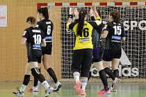 Házenkářky Zory (v tmavém) padly v domácím semifinále s Mostem.