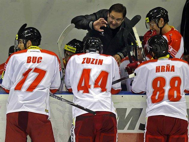 Olomoucká střídačka s trenérem Petrem Fialou. Ilustrační foto