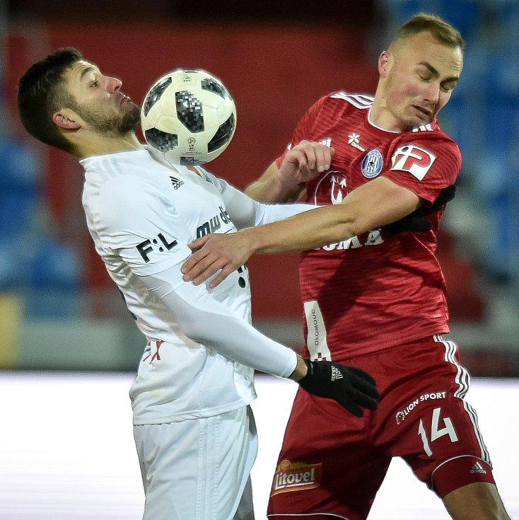 Utkání 19. kola první fotbalové ligy: Baník Ostrava - Sigma Olomouc, 14. prosince 2018 v Ostravě. Na snímku (zleva) Patrizio Stronati a Pavel Dvořák.