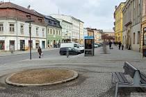 Hlavní náměstí ve Šternberku už bez smrku