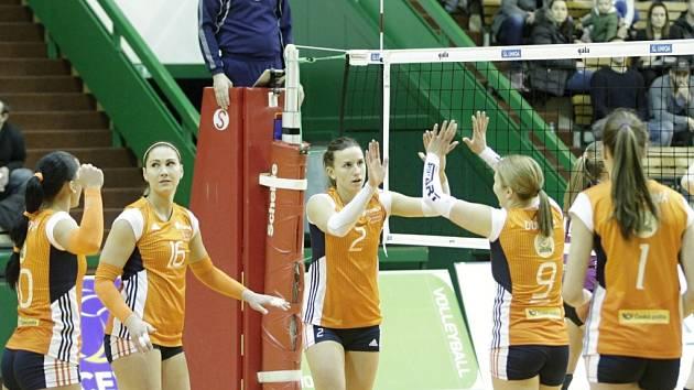 Olomoucké volejbalistky porazily v evropském poháru CEV nizozemské Almelo a postoupily do další fáze soutěže. Martina Michalíková (č. 2)