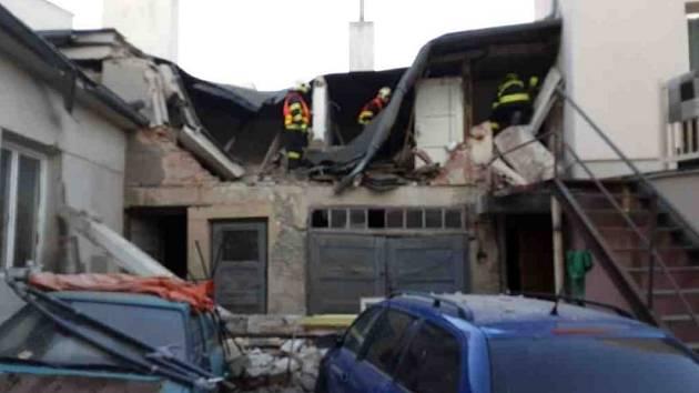 Hasiči zasahují u výbuchu v domě v Litovli. Ilustrační snímek
