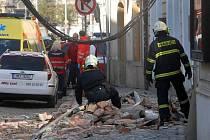 Pád zdi v ulici 8. května v Olomouci zavalil chodkyni, žena zemřela