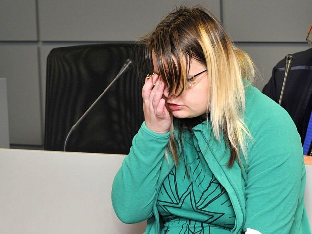 Žena obviněná z vraždy novorozence v Novém Malíně u krajského soudu v Olomouci
