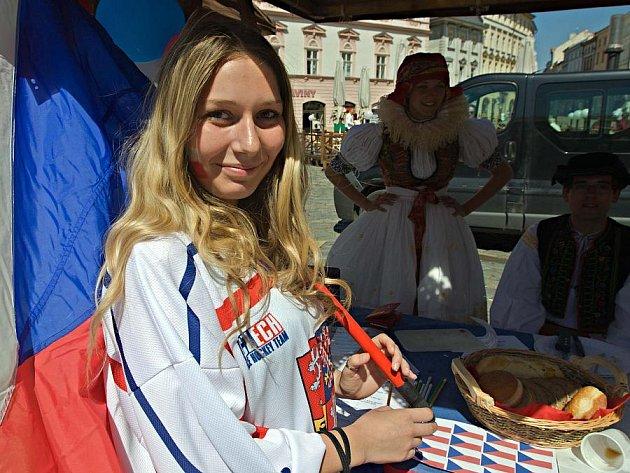 Den Evropy na olomouckém Horním náměstí. Stánek Česka