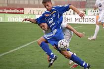 Tomáš Kazár bojuje o míč. Ilustrační foto.