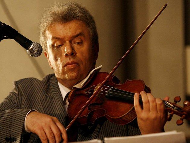 Jaroslav Svěcený vystupuje s kapelou Jablkoň bezmála osmnáct let.