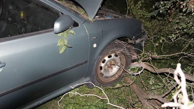 Nehoda 18letého mladíka v octavii, který v Olomouci ujížděl policistům