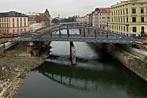 Rejnok dorazil na druhý břeh. Konstrukce nového mostu na Masarykově třídě  v Olomouci. 17.12.2020