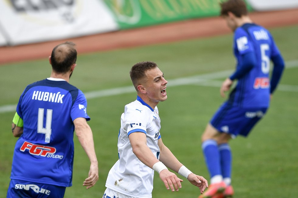 Utkání 29. kola první fotbalové ligy: Sigma Olomouc - Baník Ostrava, 24. dubna 2021 v Olomouci. (střed) Filip Kaloč z Ostravy.