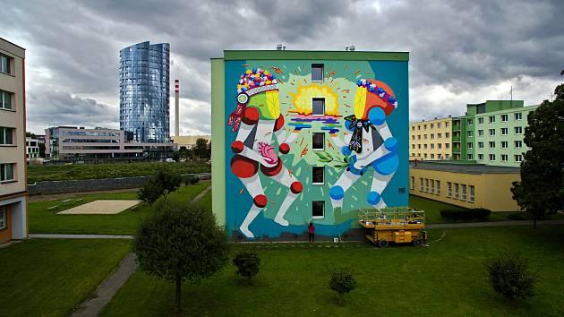 Street art festival v Olomouci 2019. Koctel Kahoolawe (Španělsko) a jeho mural na zdi VŠ kolejí v Olomouci