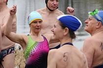 Závody otužilců v řece Moravě v Olomouci