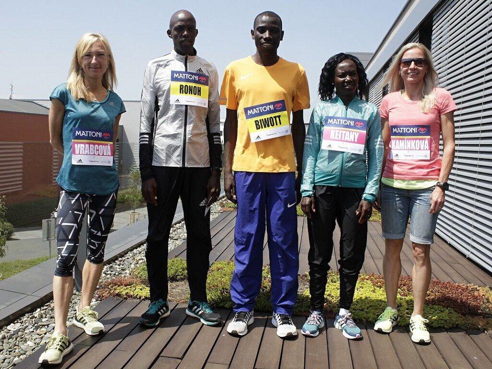 Eva Vrabcová, Geoffrey Ronoh, Stanley Biwott, Mary Keitany, Petra Kamínková. Představení před Olomouckým půlmaratonem 2016